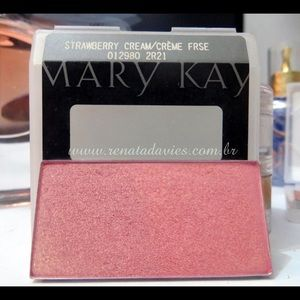 Mary Kay Mineral Cheek Color in Strawberry Cream